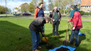 HeiKRACHT team plant appelbomen